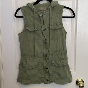 Army green vest with pockets